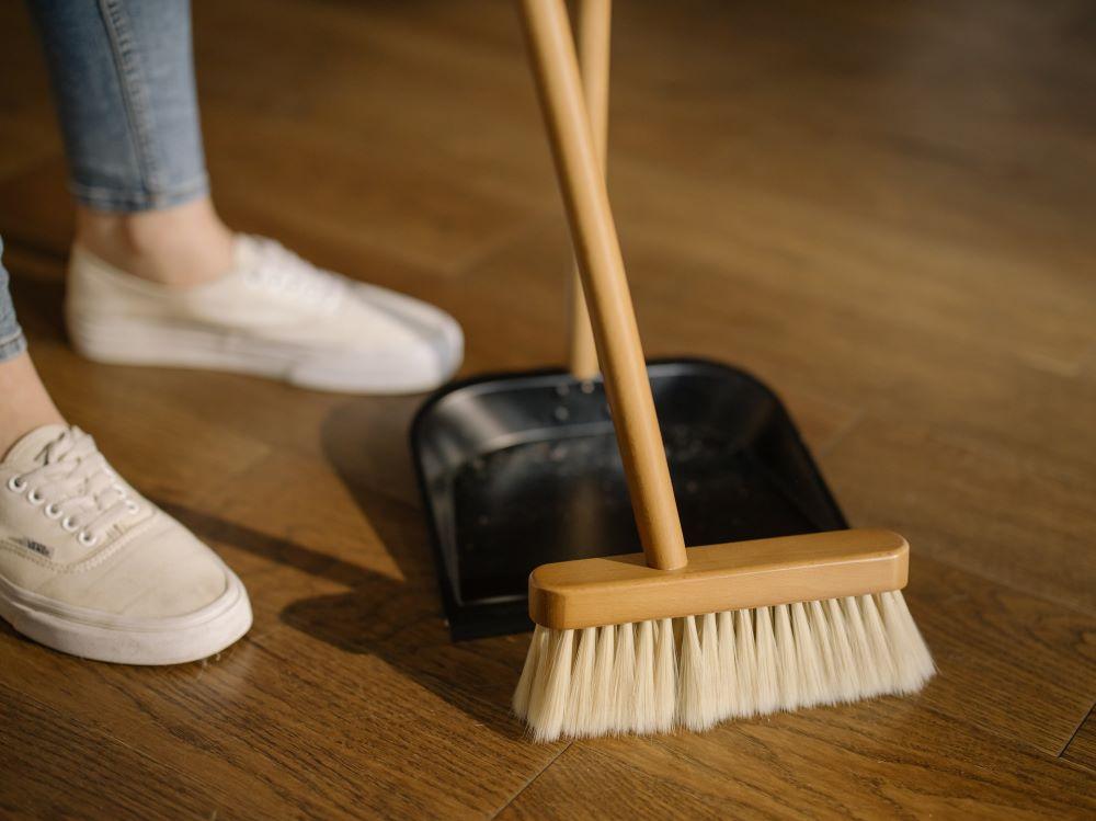 la clinica latina housekeeper injuries